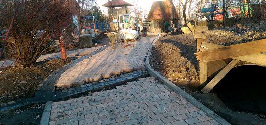 Pflasterarbeiten für einen barrierefreien Weg