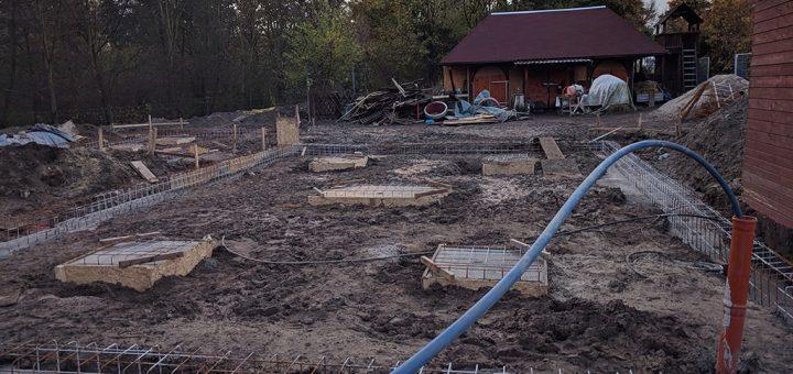 Bauarbeiten neues Spielhaus mit Wasseranschluss