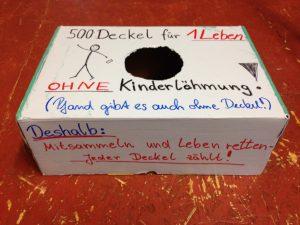 Eine Box zum Sammeln von Plastikdeckeln