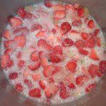 Erdbeer-Rhabarber-Kompott aus eigener Produktion